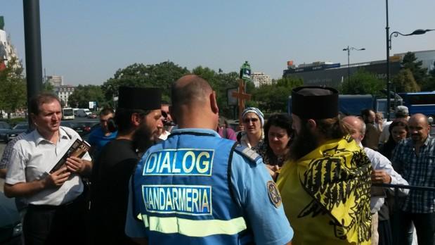 ERETICILOR, POCĂIȚI-VĂ DE ECUMENISM! – s-a strigat la protestul de la Patriarhie împotriva sinodului tâlhăresc din Creta –Video