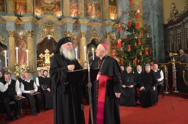 """Mitropolitul Banatului, Ioan Sălăjan, ecumenist în continuare – """"Frate"""" cu ereziarhul Lucian al greco-catolicilor la un concert de colinde înLugoj"""