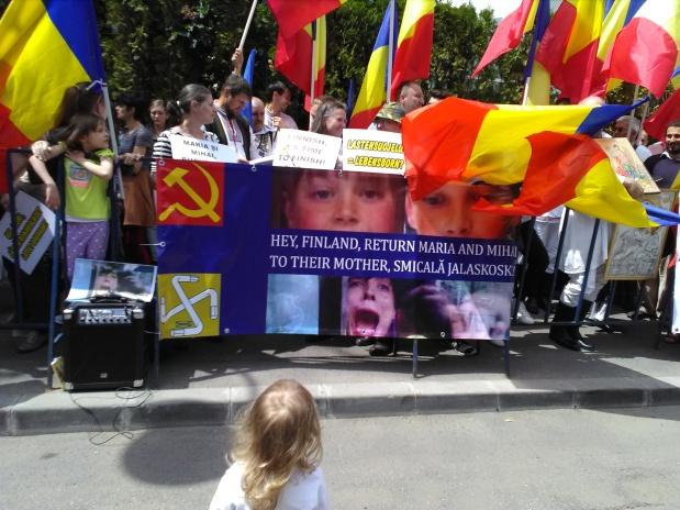 Imagini foto-video de la PROTESTUL de susținere a CAMELIEI SMICALĂ, din fața Ambasadei Finlandei(21.05.2017)
