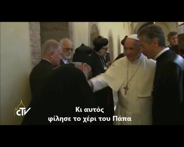 """Ereticul Serafim Joantă (alături de alți episcopi """"ortodocși"""") pupă mâna ereziarhului papă Francisc, la Assisi în2016"""
