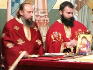Credincioșii din județul Satu Mare îi susțin pe preoții Emanuel Oros și Daniel Popa, care sunt prigoniți de ereticul IustinSigheteanul