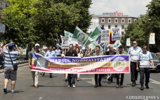 """Sâmbătă 9 iunie – MARȘUL PENTRU NORMALITATE al Noii Drepte împotriva Paradei homosexualilor ce va avea  loc în aceași zi. PSD-iștii cică fac și e un protest pentru """"protejarea justiţiei"""", dar vor fi prezenți și anti-PSD-iștii, seara în PiațaVictoriei"""