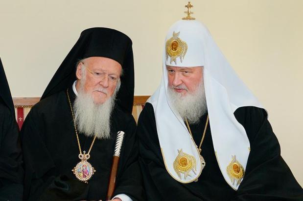 Au complotat pentru înlăturarea patriarhului (întemnițat) Irineu al Ierusalimului, iar acum se sfâșie întreei