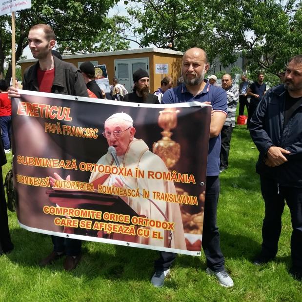 Imagini VIDEO și FOTO de la PROTESTUL ÎMPOTRIVA PAPEI ȘI ECUMENISMULUI – 25 mai,București
