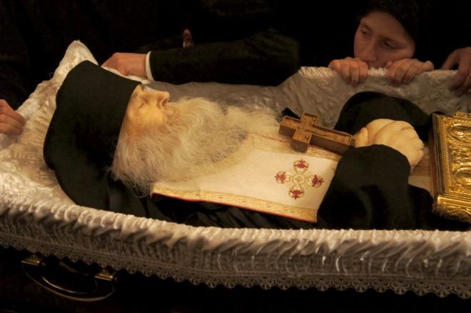 Imagini pentru pr iustin la inmormantare
